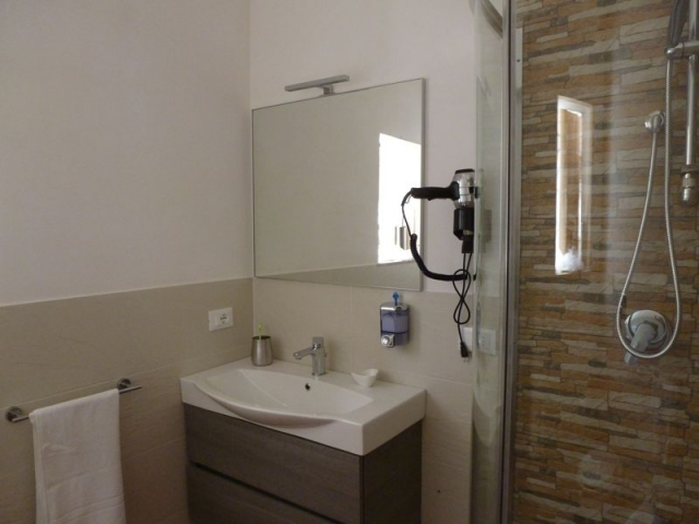 Villa for rent Scopello. View of one of the bathrooms of Villa Acquamarina Scopello. Holiday rental Sicily.